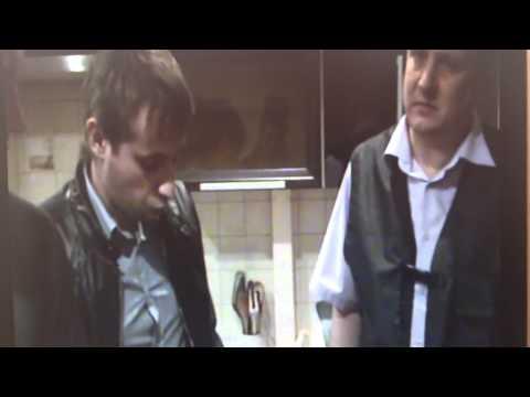 Убийца Александр Брусник показывает полицейским как он убивал беременную девушку